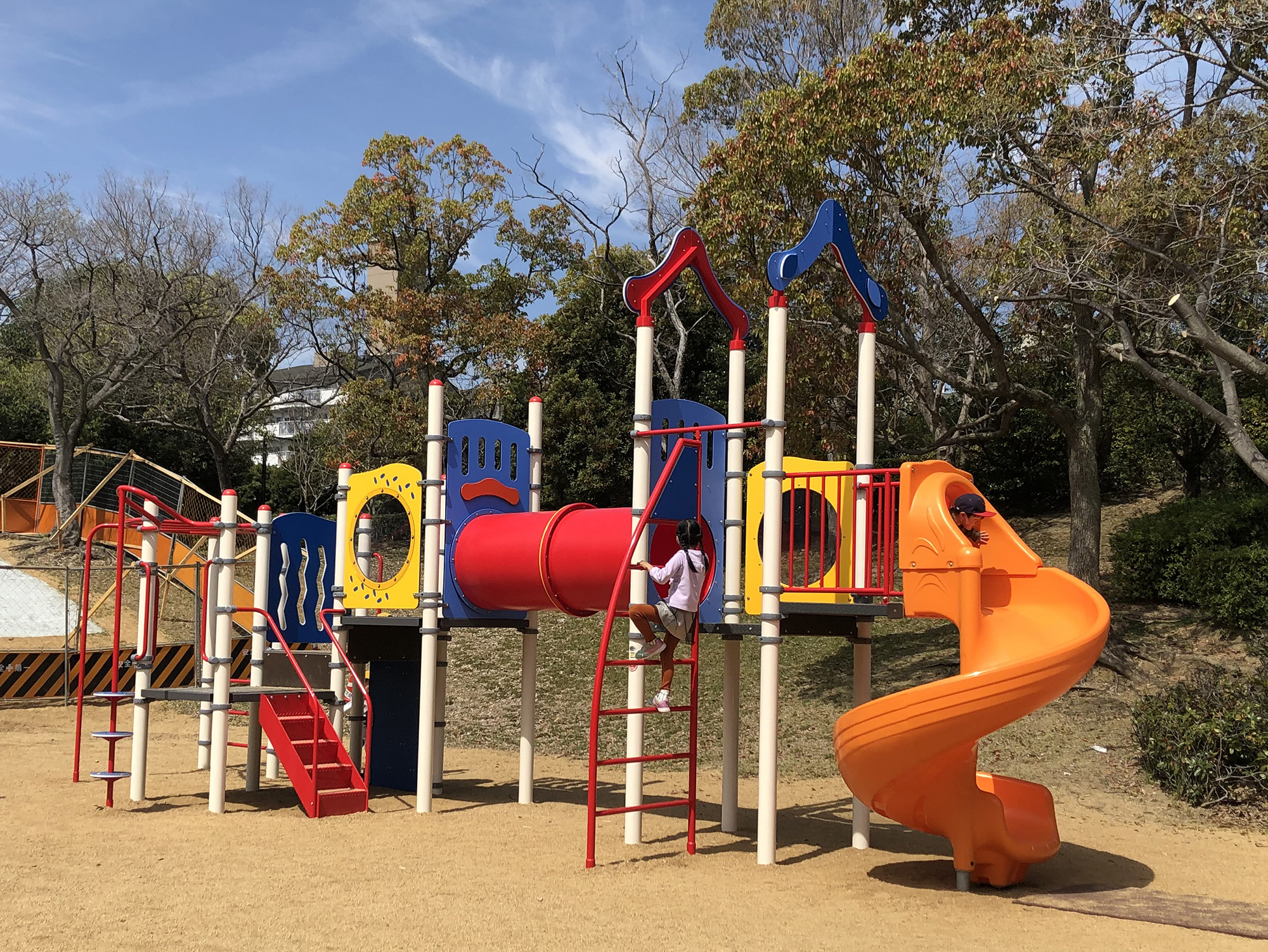 宮塚公園と潮見東公園の遊具が新しくなりました