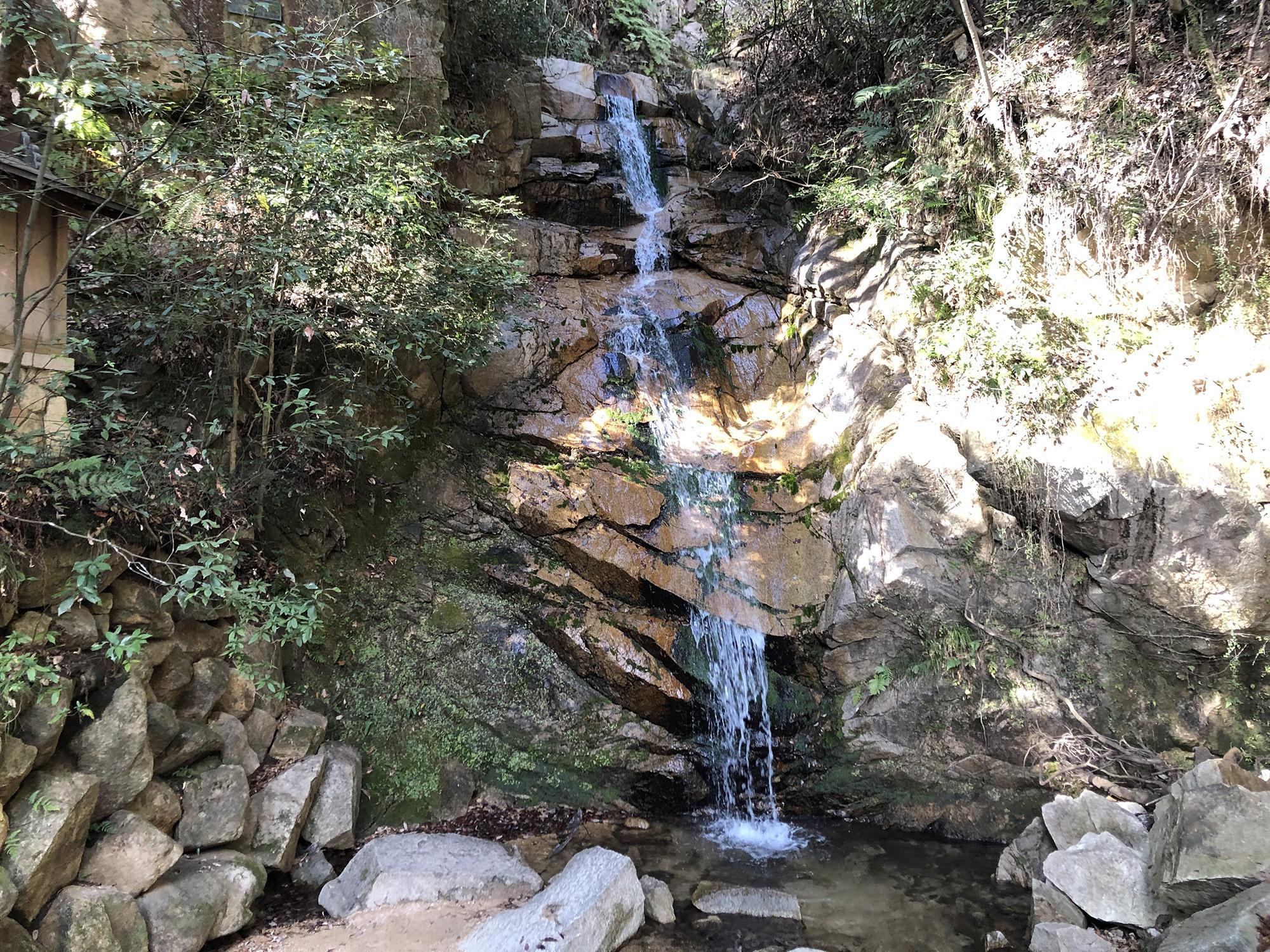 六甲山の入り口 高座の滝